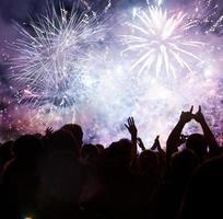 multidão esperando pelo ano novo foto