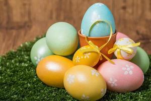 ovos de páscoa coloridos foto