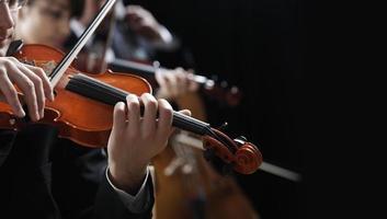 música clássica. violinistas em concerto foto