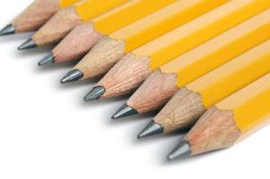lápis isolados no branco foto