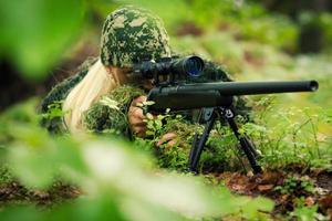atirador de mulher foto
