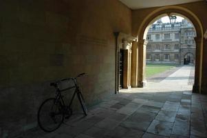 entrada arqueada faculdade de clare, cambridge foto
