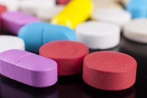 macro de pílulas coloridas foto