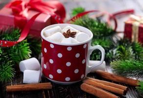 bebida quente com marshmallows