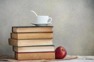 livros e chá