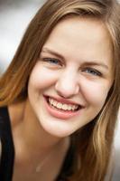 retrato de headshot menina sênior do ensino médio foto