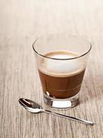 bebida de café cortado em vidro foto