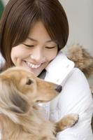 dachshund miniatura e mulher foto