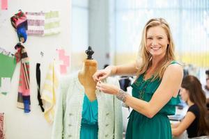 designer de moda em estúdio