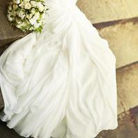 jovem noiva com buquê. foto