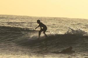 surfista de silhueta foto
