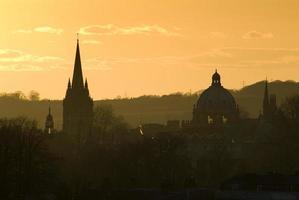 skyline de oxford ao pôr do sol foto