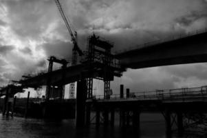 construção de ponte foto