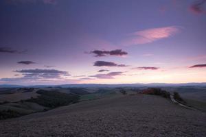 luz da noite na Toscana quente foto