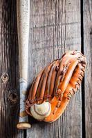 bola e luva de beisebol vintage