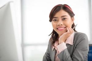 senhora de negócios alegre foto