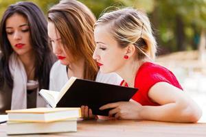 estudando para exame final foto