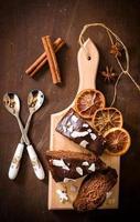 fatias de bolo de chocolate foto