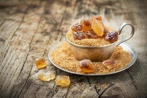 açúcar orgânico cru em uma tigela