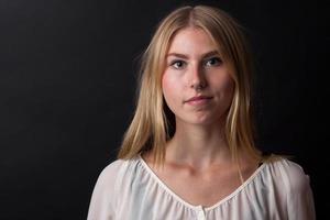 retrato de menina loira foto