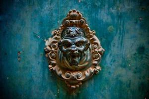 maçaneta da porta velha foto