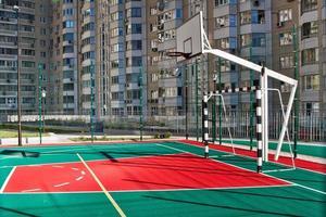quadra de basquete ao ar livre foto