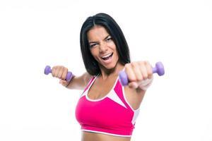 treino de fitness alegre mulher com halteres