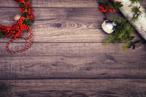 fundo de Natal na mesa de madeira e cópia espaço foto