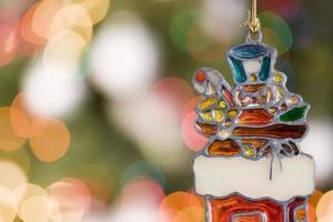 ornamento de soldado de brinquedo de Natal com luzes da árvore, copie o espaço foto