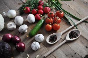 agricultores frescos comercializam vegetais de cima com espaço de cópia foto