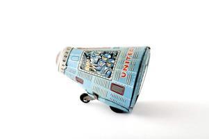 brinquedos de lata: ônibus espacial foto