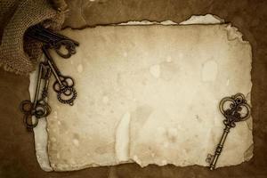 chaves vintage em fundo de papel velho