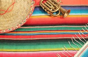 festa mexicana poncho tapete sombrero trompete cópia espaço foto
