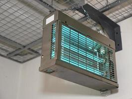 lâmpadas ultravioletas usadas para esterilizar o ar, copie o espaço foto