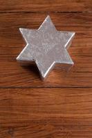 estrela de prata na madeira, copie o espaço foto