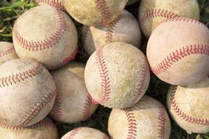 empilhar uma pilha de beisebol antigo
