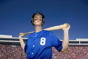 jogador de beisebol, com uniforme azul número 8