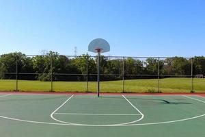 meia quadra de basquete foto