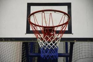 cesta de basquete como pano de fundo foto