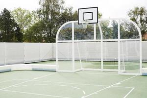 quadra de basquete e campo para qualquer tempo foto