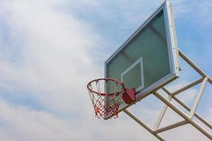 quadra de basquete pública foto