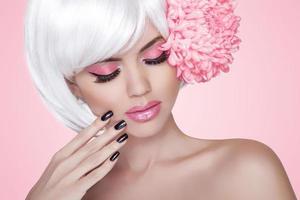 Maquiagem. unhas bem cuidadas. moda beleza modelo menina retrato