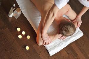 massagem no braço foto