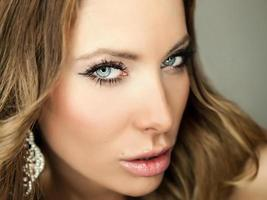 retrato de uma jovem beleza. foto de close-up.