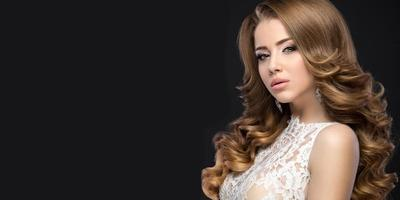 linda mulher com vestido de noiva em imagem da noiva.