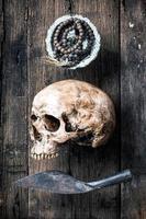crânio e rosário (vintage) foto