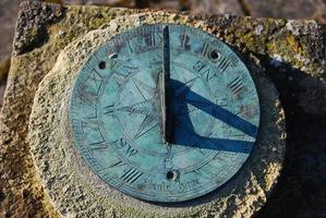 relógio de sol de perto foto