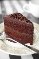 fechar o bolo de chocolate foto