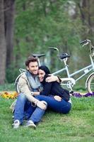casal no parque foto