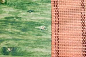 guardanapo em uma lousa verde à direita, espaço esquerdo